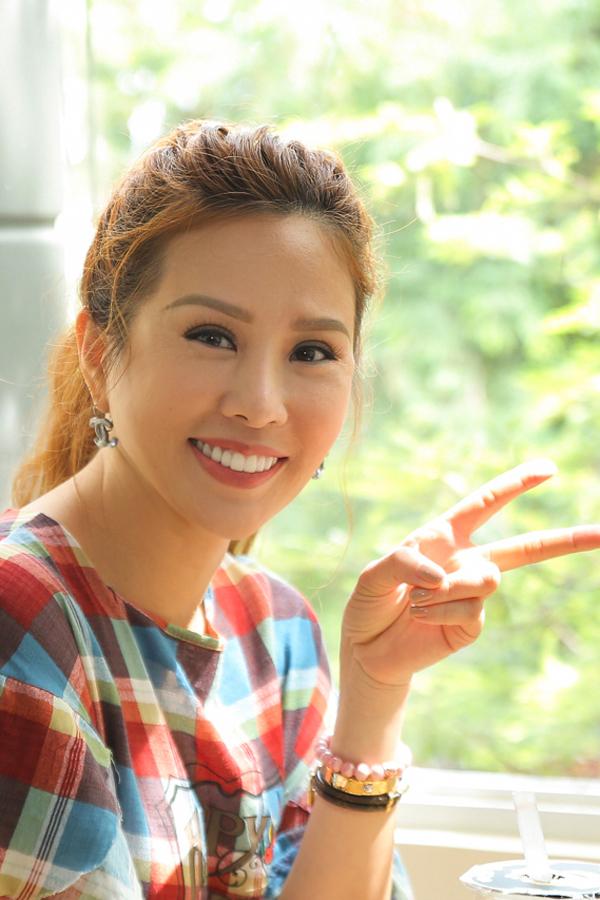 Hoa hậu Thu Hoài tự tay pha trà sữa trong ngày khai trương - Ảnh minh hoạ 5