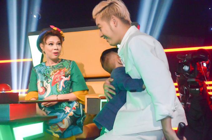 Bạn trai ăn cơm bình dân cùng Thanh Thảo ở phim trường - Ảnh minh hoạ 8