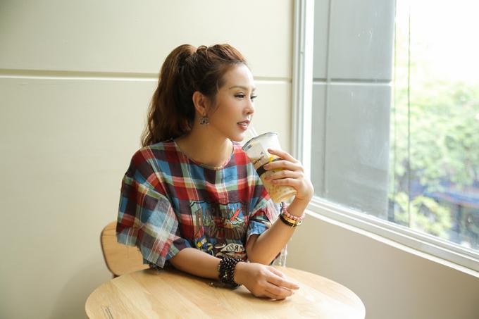 Hoa hậu Thu Hoài tự tay pha trà sữa trong ngày khai trương - Ảnh minh hoạ 6