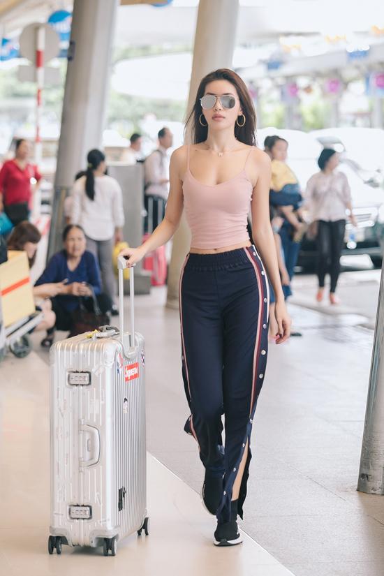 Hoa hậu Phạm Hương đọ sắc bên Mâu Thủy - Ảnh minh hoạ 7