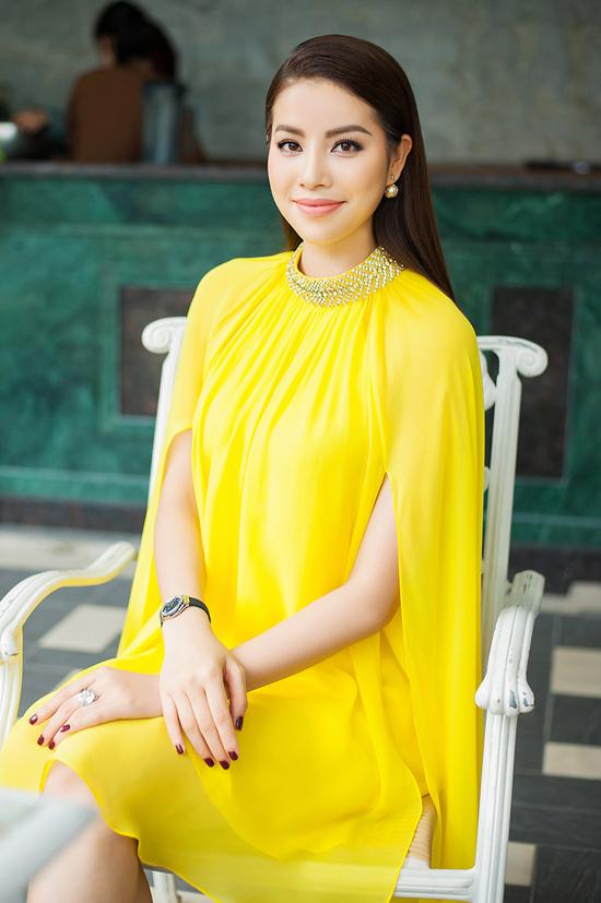 Hoa hậu Phạm Hương đọ sắc bên Mâu Thủy - Ảnh minh hoạ 2