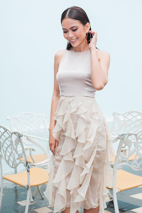 Hoa hậu Phạm Hương đọ sắc bên Mâu Thủy - Ảnh minh hoạ 4