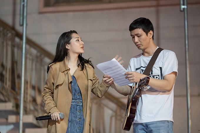 Về Sài Gòn lúc nửa đêm, Bảo Anh đi thẳng ra sân khấu tập hát 3 tiếng - Ảnh minh hoạ 7