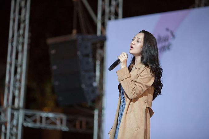 Về Sài Gòn lúc nửa đêm, Bảo Anh đi thẳng ra sân khấu tập hát 3 tiếng - Ảnh minh hoạ 6