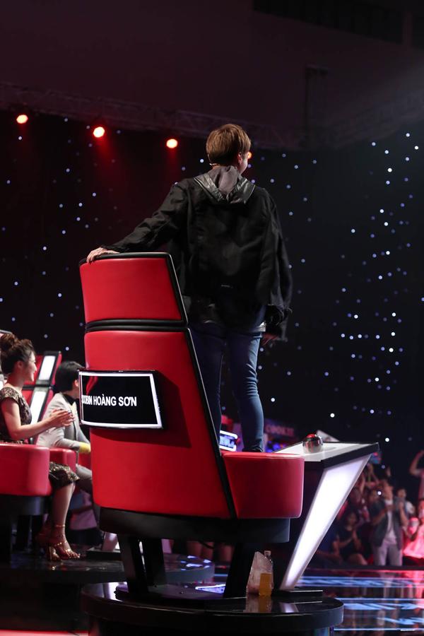 Giọng ca nhí khiến Soobin Hoàng Sơn nổi da gà, nhảy lên ghế vì phấn khích - Ảnh minh hoạ 3