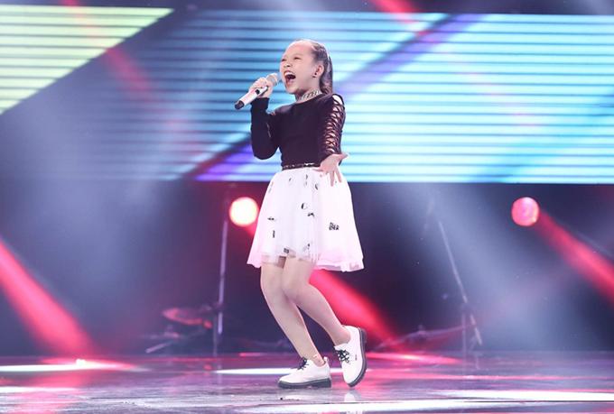 Giọng ca nhí khiến Soobin Hoàng Sơn nổi da gà, nhảy lên ghế vì phấn khích - Ảnh minh hoạ 2