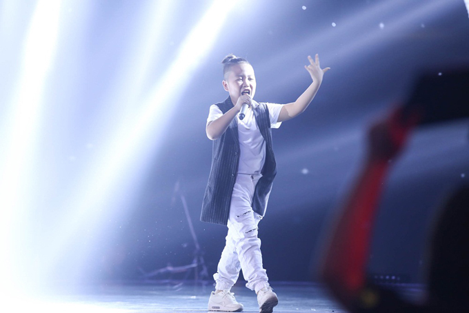 Giọng ca nhí khiến Soobin Hoàng Sơn nổi da gà, nhảy lên ghế vì phấn khích - Ảnh minh hoạ 4