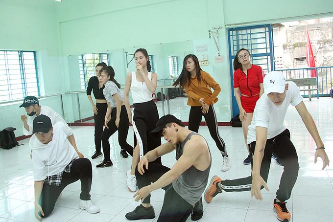 gap-rut-chun-bi-cho-asia-song-festival-dong-nhi-an-voi-trong-phong-tap-9