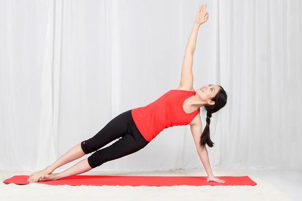 6-dong-tac-yoga-giup-giam-mo-bung-sau-sinh-3