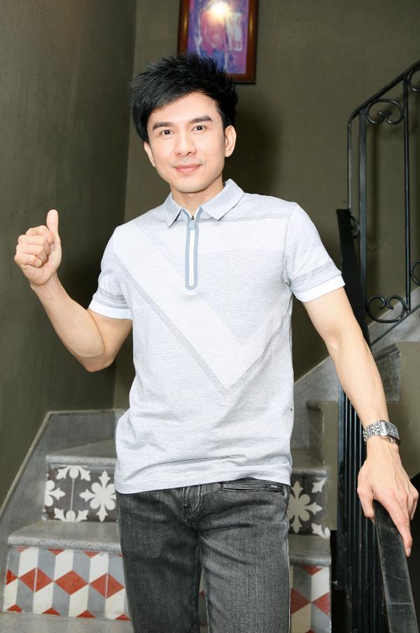 huong-tram-dien-trang-phuc-ngan-het-co-di-tap-hat-voi-quang-ha-3