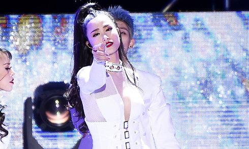 """Đông Nhi xuất hiện trên loạt báo Hàn Quốc khi dự """"Asia song festival 2017"""""""