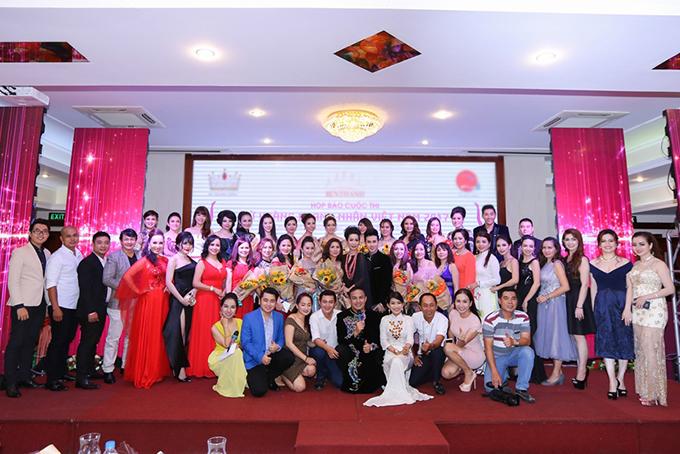 Trịnh Kim Chi tình cảm áp má Nguyên Vũ trong sự kiện - Ảnh minh hoạ 12