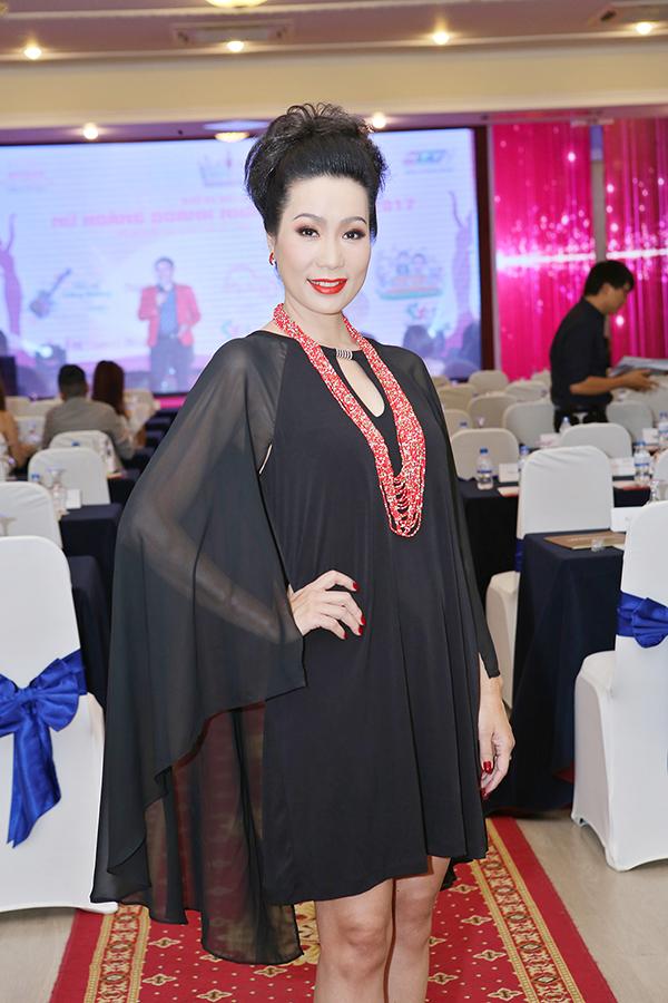 Trịnh Kim Chi tình cảm áp má Nguyên Vũ trong sự kiện - Ảnh minh hoạ 2