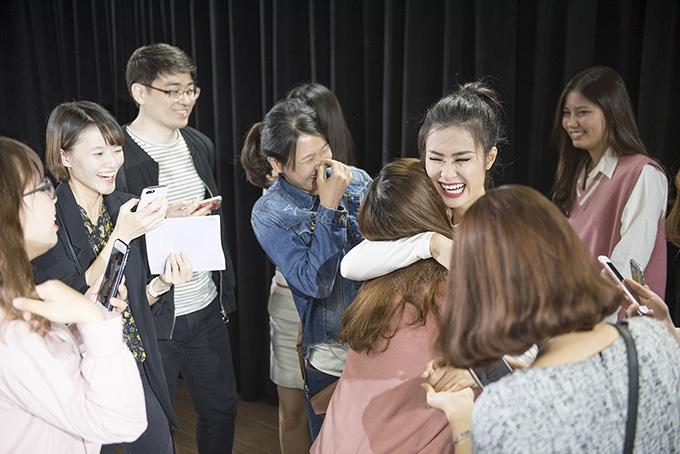 Fan Việt ở Hàn Quốc khóc nức nở khi gặp Đông Nhi - Ảnh minh hoạ 3