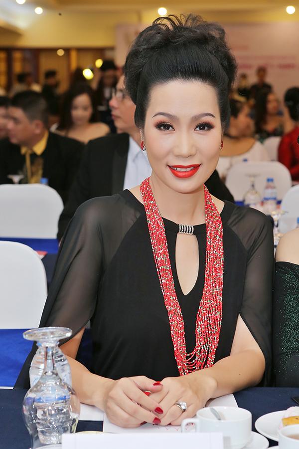 Trịnh Kim Chi tình cảm áp má Nguyên Vũ trong sự kiện - Ảnh minh hoạ 3
