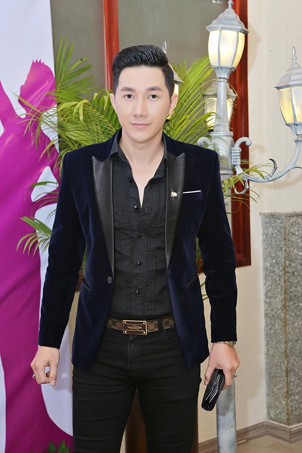 Trịnh Kim Chi tình cảm áp má Nguyên Vũ trong sự kiện - Ảnh minh hoạ 8