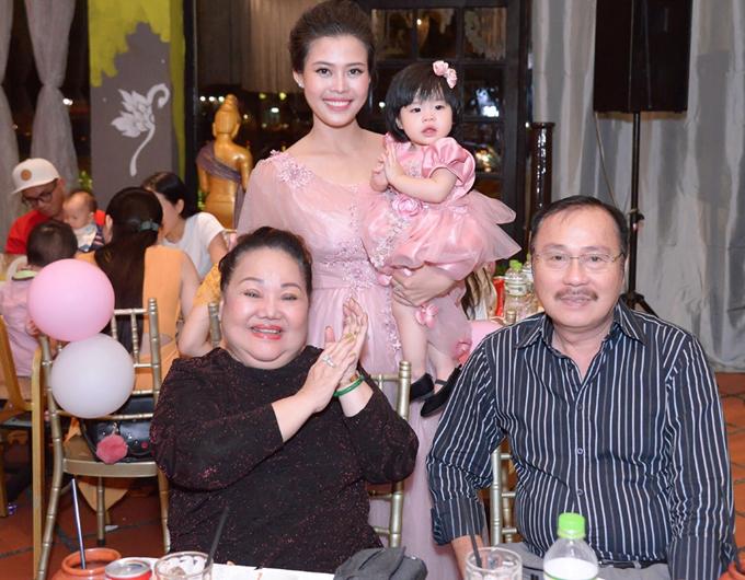 Én vàng Tuấn Anh hạnh phúc viên mãn bên vợ đẹp và hai con đáng yêu - Ảnh minh hoạ 6