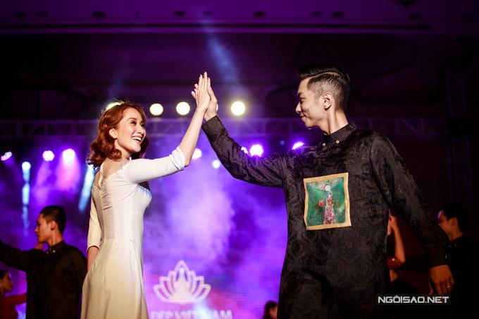 Vợ chồng Khánh Thi - Phan Hiển khiêu vũ tình tứ trên sân khấu - Ảnh minh hoạ 7