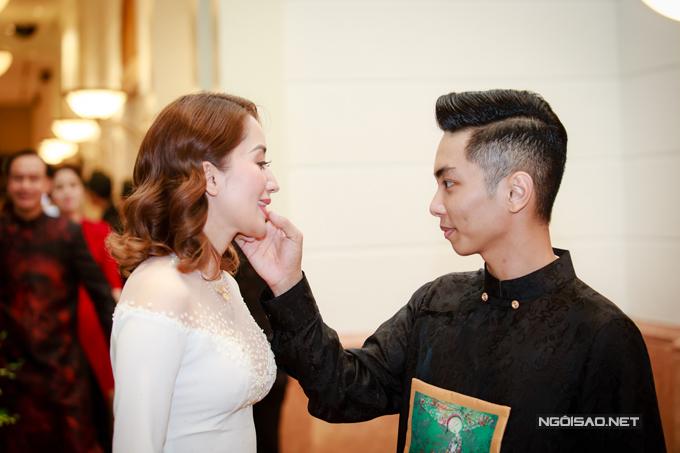 Vợ chồng Khánh Thi - Phan Hiển khiêu vũ tình tứ trên sân khấu - Ảnh minh hoạ 3