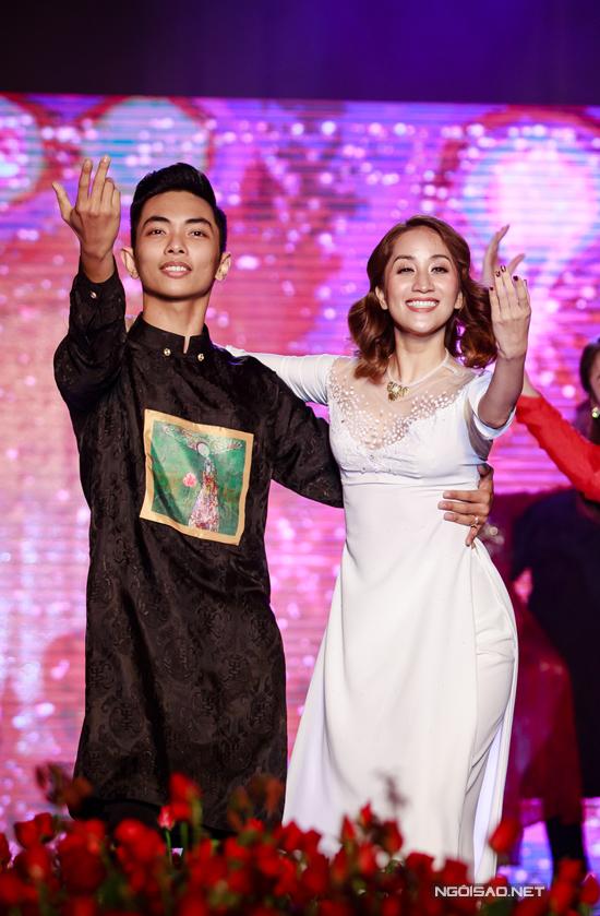 Vợ chồng Khánh Thi - Phan Hiển khiêu vũ tình tứ trên sân khấu - Ảnh minh hoạ 5