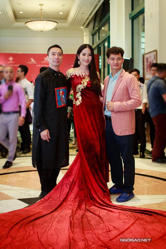 Vợ chồng Khánh Thi - Phan Hiển khiêu vũ tình tứ trên sân khấu - Ảnh minh hoạ 11