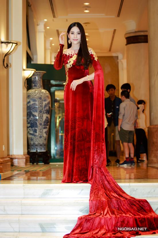 Vợ chồng Khánh Thi - Phan Hiển khiêu vũ tình tứ trên sân khấu - Ảnh minh hoạ 10