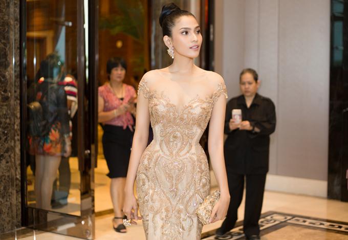 Trương Thị May hiếm hoi mặc sexy, khoe dáng trên thảm đỏ Campuchia - Ảnh minh hoạ 6