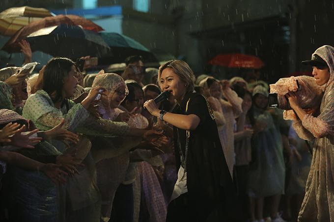 Tim che ô cho Trương Quỳnh Anh hát giữa trời mưa - Ảnh minh hoạ 11