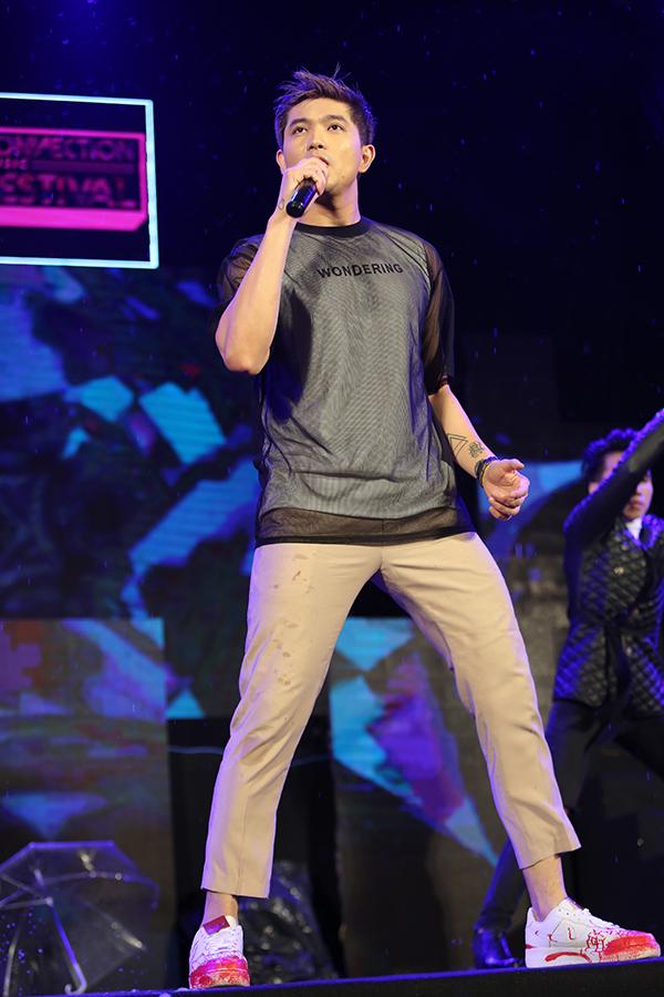 Tim che ô cho Trương Quỳnh Anh hát giữa trời mưa - Ảnh minh hoạ 8