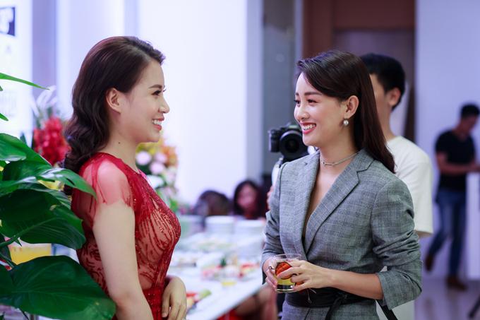 Tuấn Hưng cùng vợ con đến mừng MC Thành Trung lên chức ông chủ - Ảnh minh hoạ 11