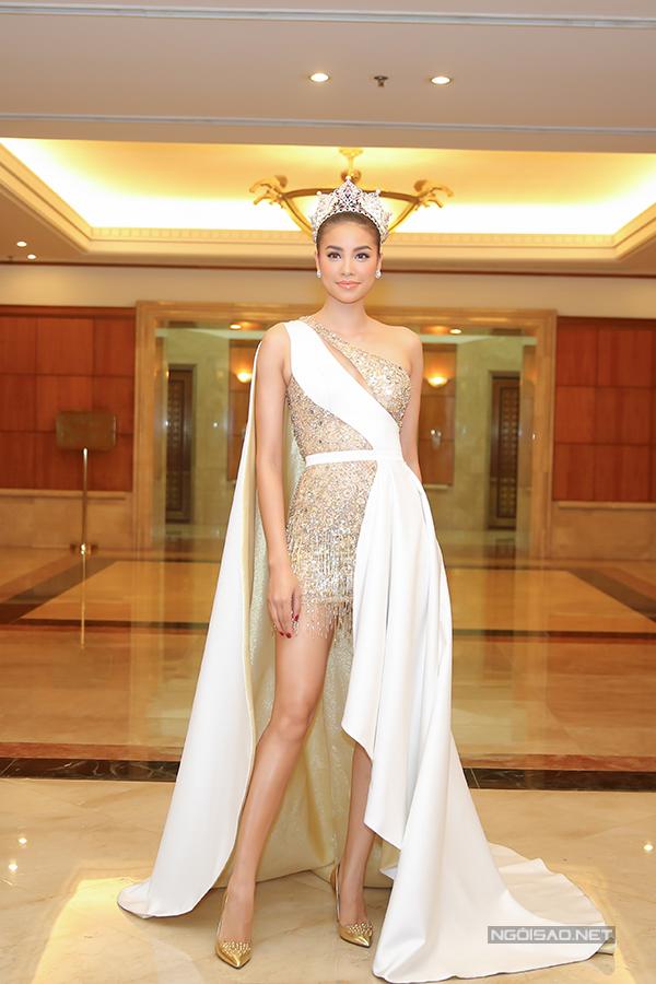 Phạm Hương như nữ hoàng dự công bố top 70 Hoa hậu Hoàn vũ Việt Nam 2017