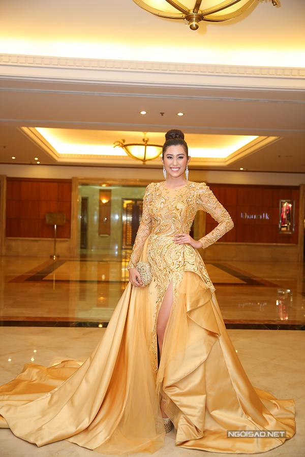 Phạm Hương như nữ hoàng dự công bố top 70 Hoa hậu Hoàn vũ Việt Nam 2017 - Ảnh minh hoạ 9