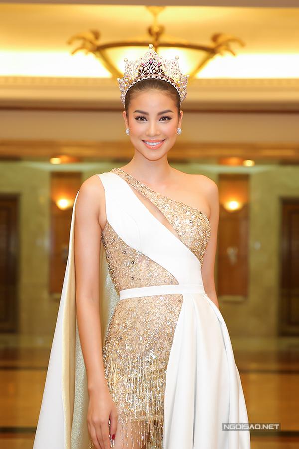 Phạm Hương như nữ hoàng dự công bố top 70 Hoa hậu Hoàn vũ Việt Nam 2017 - Ảnh minh hoạ 2