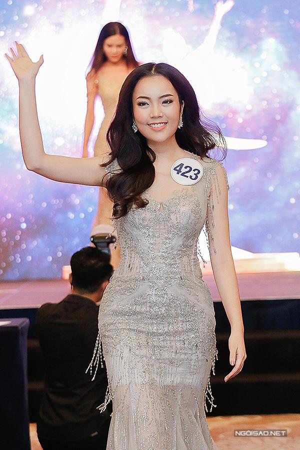 Phạm Hương như nữ hoàng dự công bố top 70 Hoa hậu Hoàn vũ Việt Nam 2017 - Ảnh minh hoạ 16