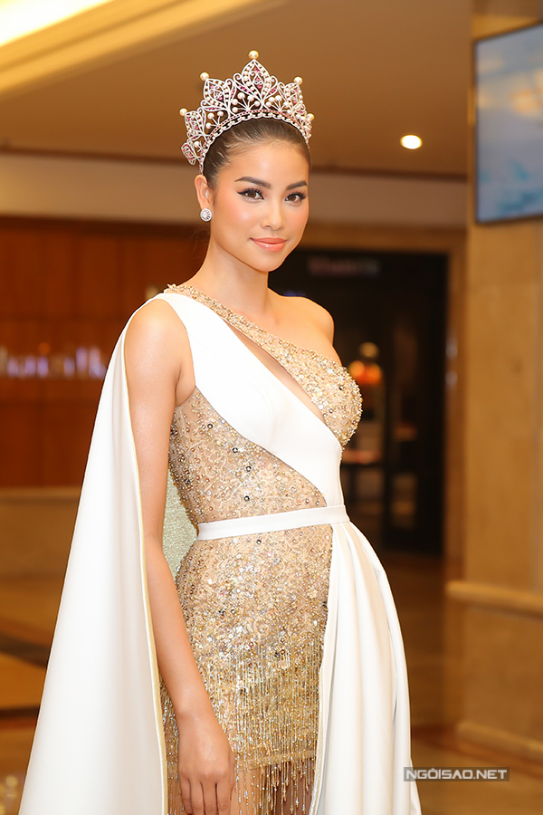 Phạm Hương như nữ hoàng dự công bố top 70 Hoa hậu Hoàn vũ Việt Nam 2017 - Ảnh minh hoạ 3