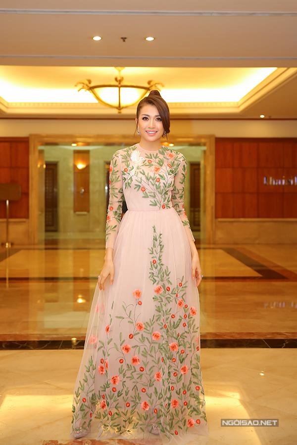 Phạm Hương như nữ hoàng dự công bố top 70 Hoa hậu Hoàn vũ Việt Nam 2017 - Ảnh minh hoạ 8