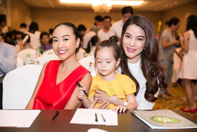 Trương Ngọc Ánh quấn quýt bên con gái lai của Đoan Trang - Ảnh minh hoạ 3