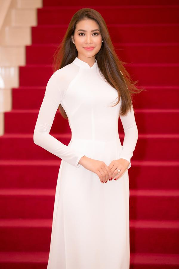 Phạm Hương diện áo dài trắng như nữ sinh dự sự kiện - Ảnh minh hoạ 4