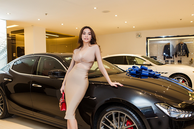 Hồ Ngọc Hà là người đầu tiên sở hữu xe thể thao Maserati giá 7 tỷ đồng ở Việt Nam - Ảnh minh hoạ 4