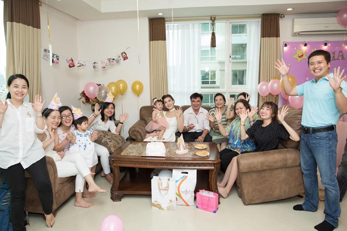 Chồng đại gia đi vắng, Diễm Trang một mình làm tiệc thôi nôi cho con gái - Ảnh minh hoạ 8