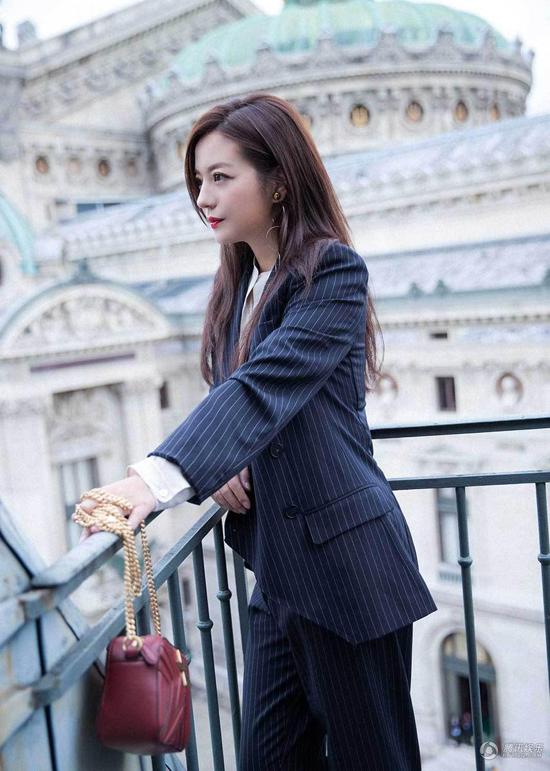trieu-vy-pham-bang-bang-do-phong-cach-tai-tuan-le-thoi-trang-paris-3