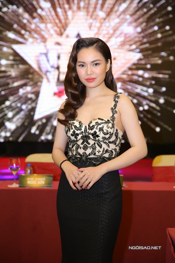 Tiêu Châu Như Quỳnh thành tâm điểm sự kiện nhờ mặc váy như... bình hoa - Ảnh minh hoạ 4
