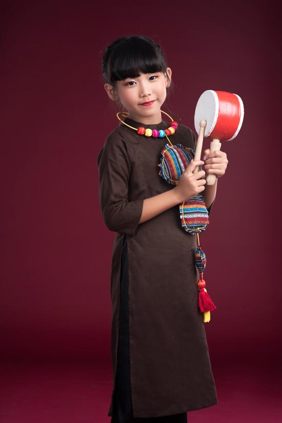 Con gái Thái Thùy Linh tươi cười bên mẹ và em trai út - Ảnh minh hoạ 3