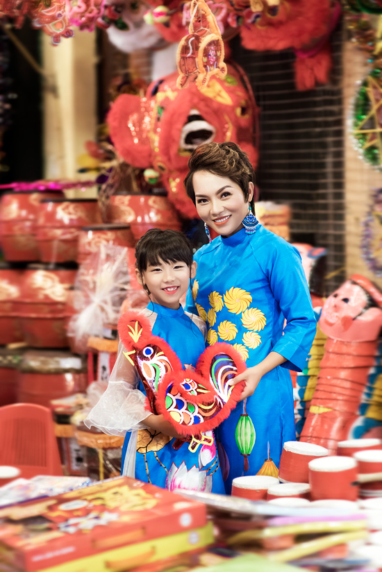 Con gái Thái Thùy Linh tươi cười bên mẹ và em trai út - Ảnh minh hoạ 6