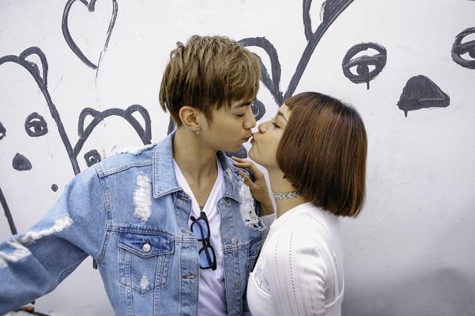 Soobin Hoàng Sơn tung bộ ảnh tình tứ bên hot girl lạ