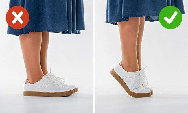 Ngồi im Khi bay việc tuần hoàn máu của bạn sẽ bị chậm hơn và việc ngồi mà không di chuyển gì sẽ càng tăng khả năng bị chứng huyết khối tiểu cầu. Bạn hãy làm theo một số bước sau để tránh nguy hiểm: Đứng lên và đi lại một đoạn ngắn trong khoang hành khách, mặc quần áo thoải mái để di chuyển, cởi bỏ giày trong khi bay, thi thoảng tập vài động tác thể dục, ví như là nhón chân để cử động gót và ngón chân.