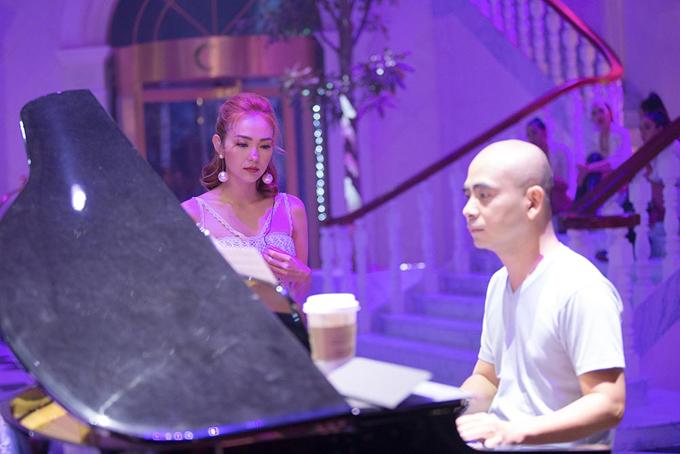Minh Hằng đã quen việc bị chê hát dở, được khuyên chỉ nên đóng phim