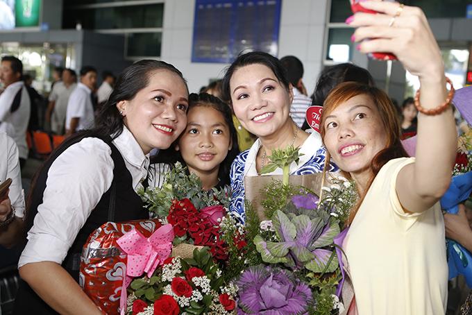 Ngọc Huyền được chào đón nồng nhiệt trong lần đầu về nước biểu diễn