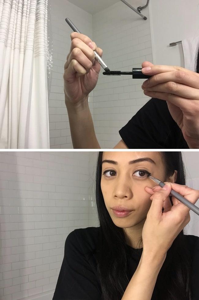 Hoặc sử dụng chính màu mực ở trên cây mascara để kẻ viền mắt.