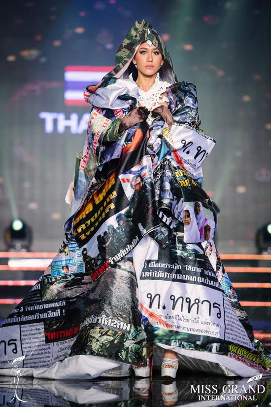 cac-thi-sinh-miss-grand-international-trinh-dien-trang-phuc-dan-toc-12